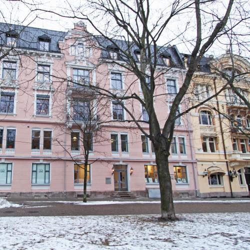 Fasade-mot-Bankplassen_square